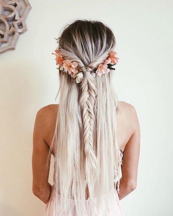 Coiffure - 35 façons de coiffer ses cheveux avec des fleurs #coiffure #fleurs #...