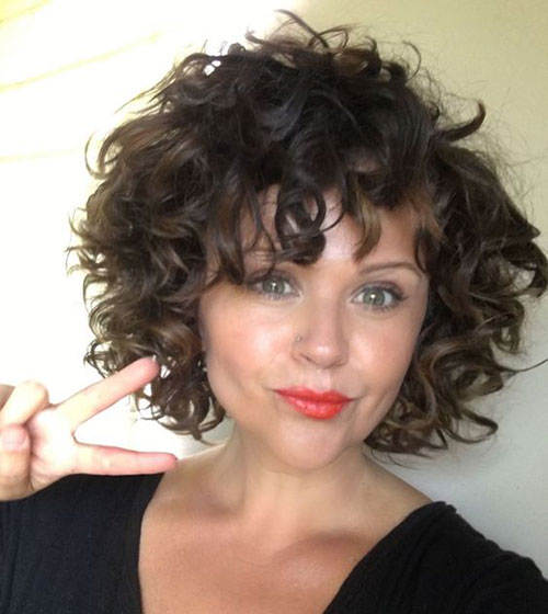 Best curly bob hairstyles for women with a chic look