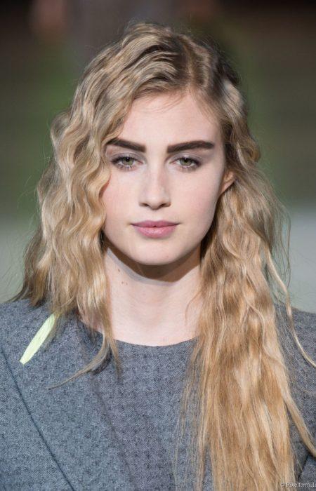 """Retro inspired ruffled hairstyles """"width ="""" 450 """"height ="""" 700 """"data-jpibfi-post-excerpt ="""" """"data-jpibfi-post-url ="""" http://www.frisuren-2018.com/retro-inspired- frizzy-hairstyles / """"data-jpibfi-post-title ="""" retro-inspired frilly hairstyles """"data-jpibfi-src ="""" http://www.frisuren-2018.com/wp-content/uploads/2019/05/1559215528_121_Retro- inspired-ruffled-Frisuren.jpg """"/></p> <p class="""
